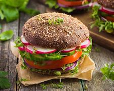 Valóban egészségesebb a vegetáriánus étrend, mint a mindenevőké?